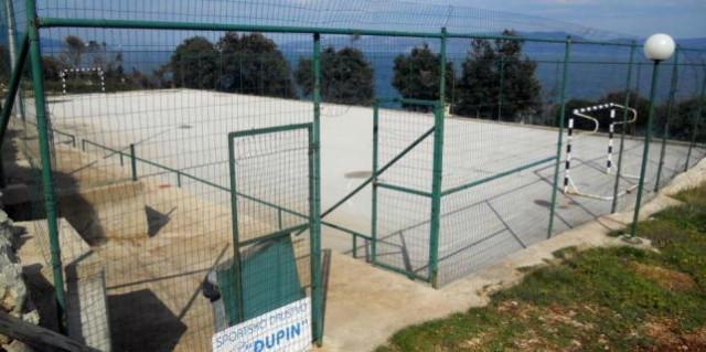 Raša: Općina gradila igralište na privatnoj parceli