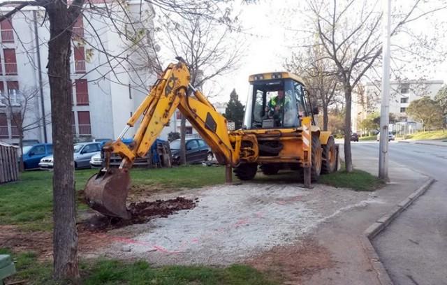 Labin: Započeli radovi na postavljanju polupodzemnih spremnika za selektivno prikupljanje otpada