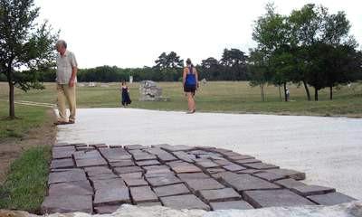 Pomoćnica minstrice kulture Vesna Jurić Bulatović i načelnica Uprave za kulturu Eva Brunović danas u Parku skulptura