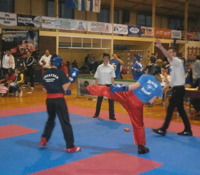 Franka Fonović najbolja natjecateljica u pointfightingu na međunarodnom kickboxing natjecanju BiH Open 2014.