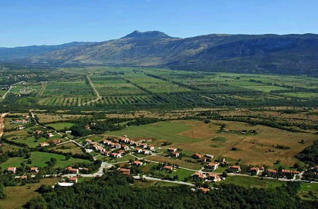 Raspisan javni poziv za davanje u zakup poljoprivrednog zemljišta u Općini Kršan