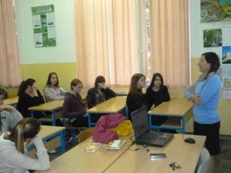 Održano predavanje `Zašto je važno pravilno jesti i zdravo živjeti` u OŠ `Ivo Lola Ribar`