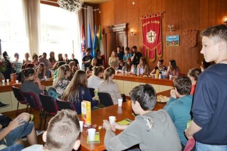 """Posjet učenika Osnovne škole """"Ivo Lola Ribar"""" gradskoj upravi"""