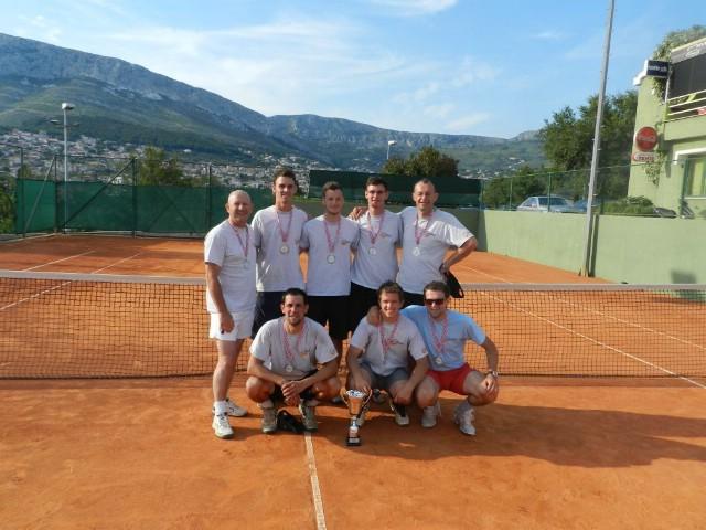 Tenisači Rapca nakon završnog natjecanja u Solinu zauzeli 2. mjesto u 2. Hrvatskoj teniskog ligi