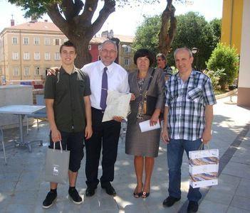 Prijem za državnog prvaka smotre radova iz elektrotehnike Nikolu Benazića kod dožupanice Viviane Benussi