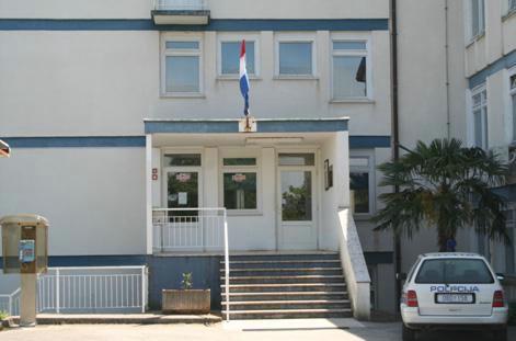 Vrata Policijske postaje Labin ponovno otvorena cijeli dan