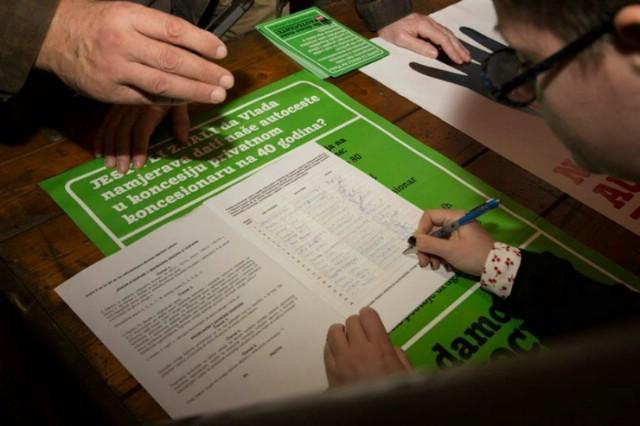 """I u Lamparni prikupljanje potpisa za referendum """"Ne damo naše autoceste"""""""