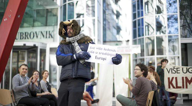 Performans Zelene akcije u Zagrebu: Ugljen nas vodi u klimatski kaos