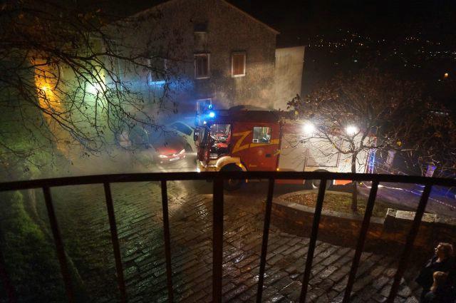 Veliki požar u Labinu: Zapalio se dimnjak, izgorjeli stanovi [FOTO]