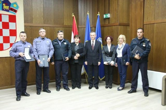 Djelatnici PP Labin Šime Matak i Elvis Zahtila odlikovani Spomenicom domovinske zahvalnosti predsjednika Republike Hrvatske