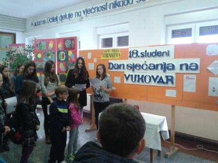 Osnovna škola `Ivo Lola Ribar` obilježila Dan sjećanja na žrtve Vukovara