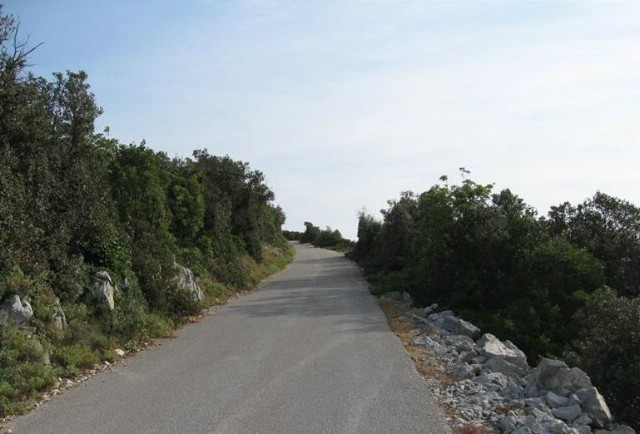 Javni poziv nositeljima prava na nekretninama koje graniče s cestom Brovinje-Skitača
