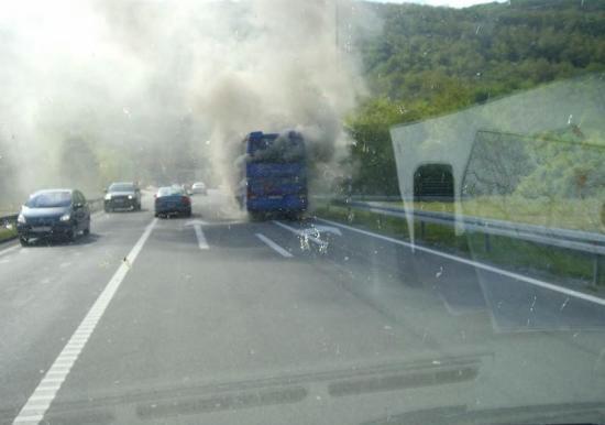 Ispred Tunela Učka zapalio se autobus, ozljeđenih nema