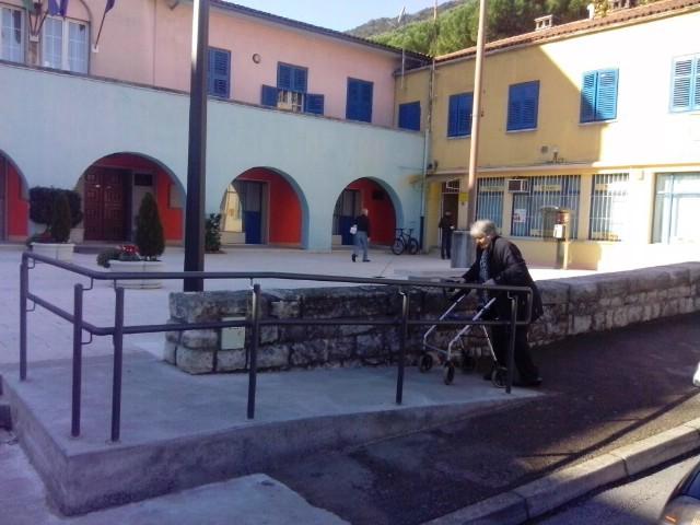 U Raši postavljene prve rampe za osobe s invaliditetom