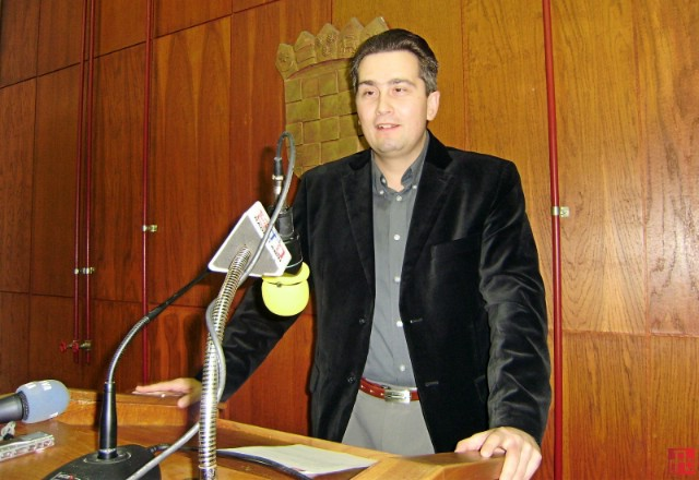 Vijećnik SDP-a u labinskom Gradskom vijeću Daniel Mohorović traži od Ministarstva uprave jesu li plaće gradonačelnika i njegove zamjenicu u skladu sa zakonom