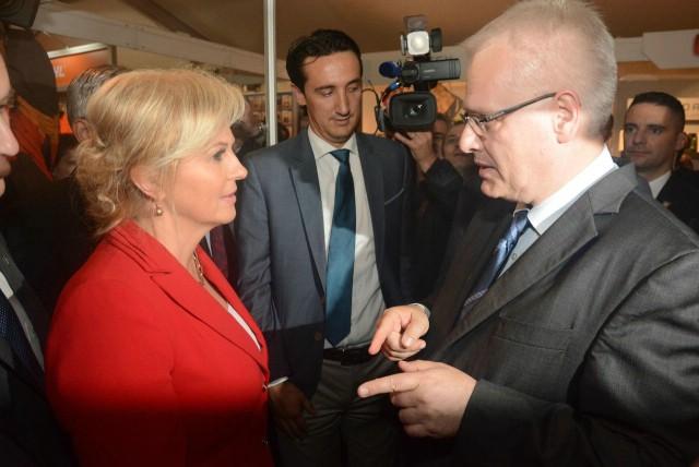 Prvi privremeni neslužbeni rezultati: Kolinda Grabar Kitarović vodi prema izlaznim anketama i posljednjim rezultatima DIP-a