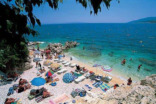 Počelo uklanjanje onečišćenja na plaži ispod hotela Valamar San Fior (Lanterne) u Rapcu