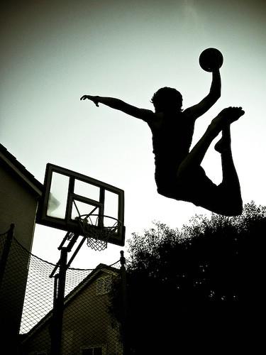 """Sutra košarkaški turnir """"Baci drogu u koš"""""""