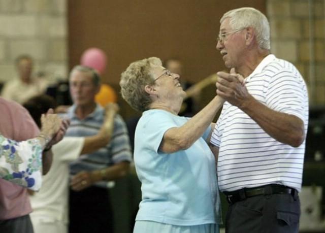 [POZIV] Plesna večer za osobe starije životne dobi