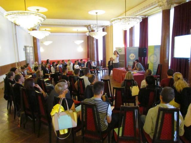 """Na konferenciji """"Za mlade, sa mladima, uz mlade"""" održanoj u Puli sudjelovale i udruge iz Labina"""