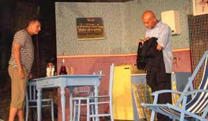 """Gavranova predstava """"Rogonje"""" napunila gledalište kod špine"""