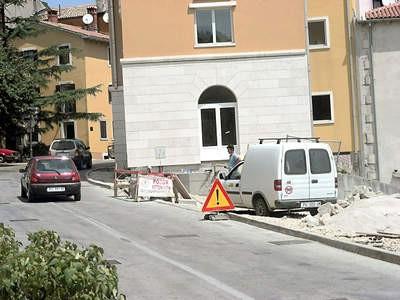 Grad Labin krši vlastitu odluku: građevinski radovi usred sezone