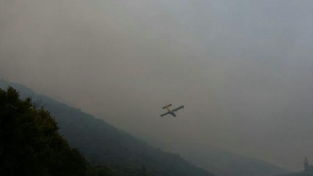 [VIDEO] Munje zapalile šumu: Više požara u Kršanu, zatvorena cesta, pomaže i kanader