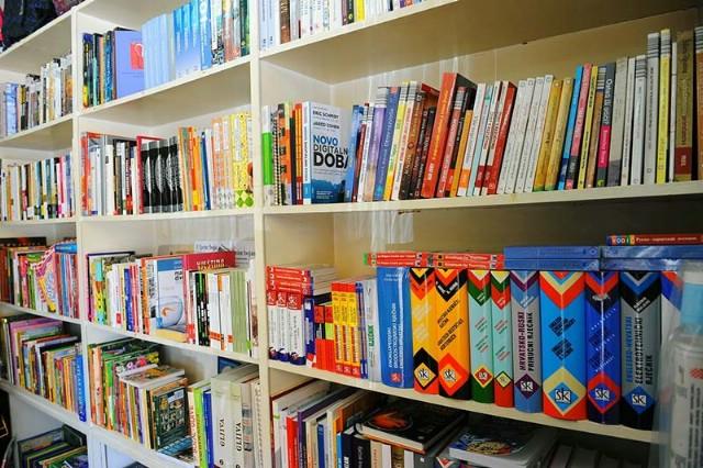 Podjela udžbenika u Istarskim knjižarama