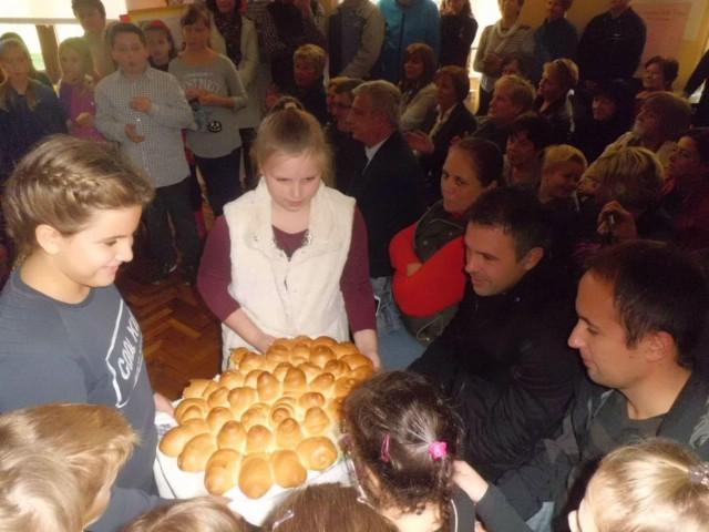 """OŠ """"Ivo Lola Ribar"""" Labin obilježila Dane kruha – Dane zahvalnosti za plodove zemlje"""