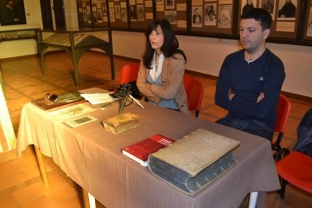 Grad Labin dobio na poklon vrijednu Vlačićevu knjigu iz 1556. godine