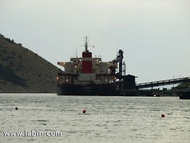 Panamski brod s dva mrtva Filipinca stigao u Plomin