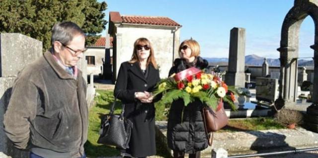 Labin: Cvijeće na grob Giuseppine Martinuzzi