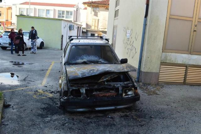 U Labinu izgorio automobil