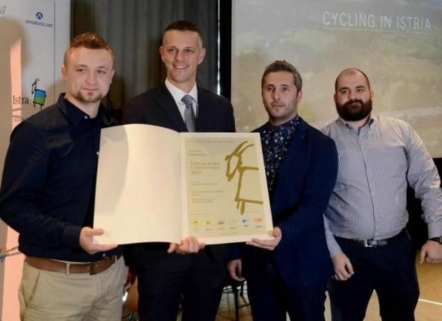 Nagrada Zlatna koza u kategoriji vizualne komunikacije Level52 iz Rapca / posebno priznanje preminuloj autorici skulpture `Zlatna koza` Beti Kranjčević