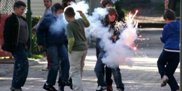 Labin: Maloljetnici prijavljeni zbog bacanja petardi