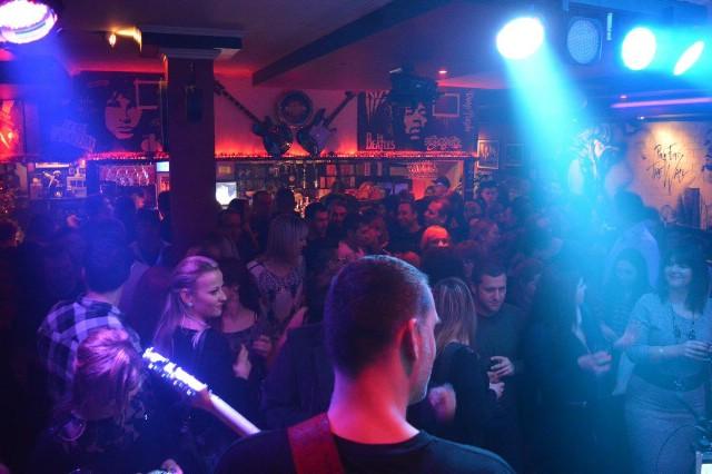 Drugi dio malog zimskog festivala `Va kove zimi ni` nastavlja se koncertom odmah 1.1.2016. u Rock Caffeu Labin