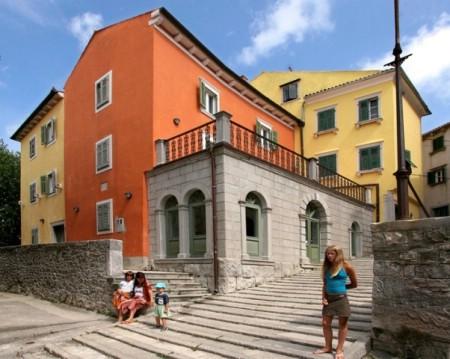 U Gradskoj galeriji Labin i Narodnom muzeju Labin izvršene investicije u rasvjetu, sanaciju poda i nabavku muzejskog inventara