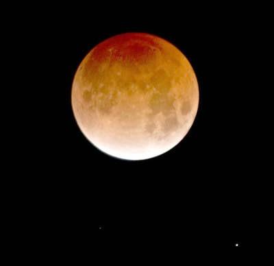 Večeras djelomična pomrčina Mjeseca u 23.10 sati!