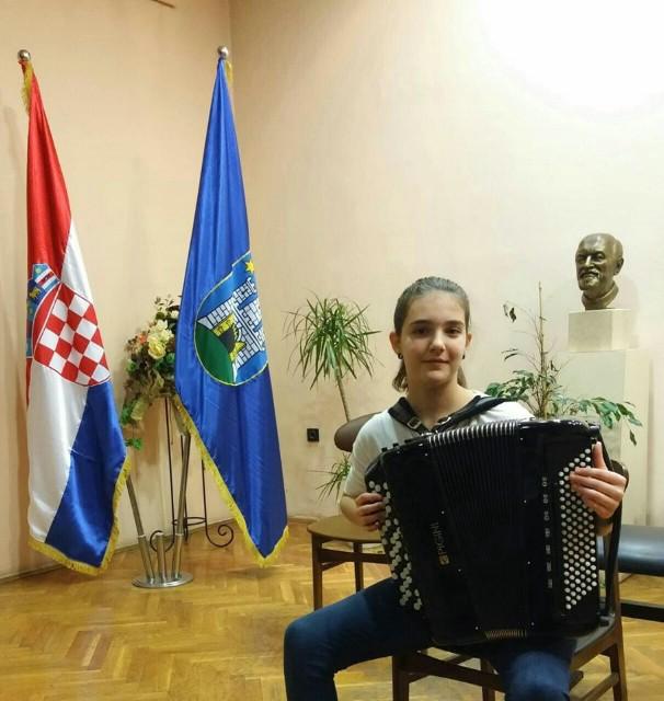 Matea Hrelja osvojila srebro na  54. regionalnom natjecanju učenika i studenata glazbe i plesa u Zagrebu