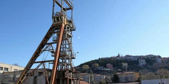 Dva labinska diva - šoht i Spomenik rudaru borcu od subote osvijetljeni