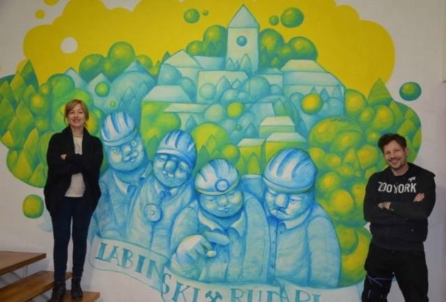 Murales u holu knjižnice Srednje škole