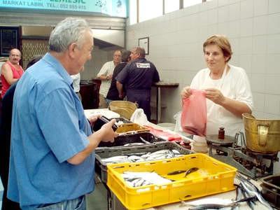 Đir po labinskoj tržnici: srdoni i srdele iz Brseča