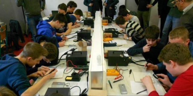 Labinska Srednja škola dio EU projekta `Unapređenje sadržaja elektrotehničke grupe predmeta - USEGP`- učenike pripremiti za posao, a ne za Zavod