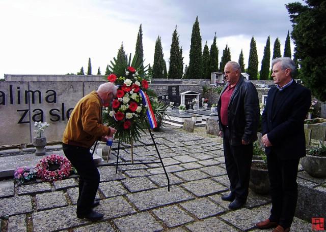 ♫ Polaganjem vijenca i paljenjem svijeće obilježena 71. obljetnica oslobođenja Labinštine