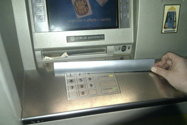 Pulsko odvjetništvo podiglo optužnicu protiv trojice Rumunja: `Cash-trappingom` izvukli novac i iz bankomata u Labinu