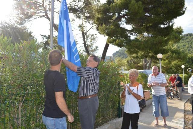 Plava zastava vijori se u Maslinici