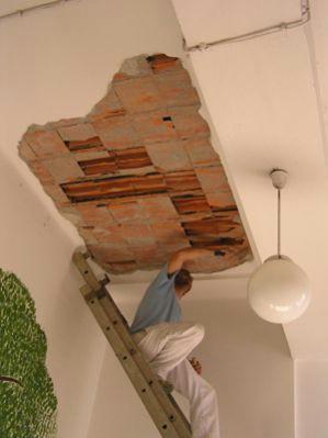 Urušio se strop hodnika Srednje škole Mate Blažine u Labinu!