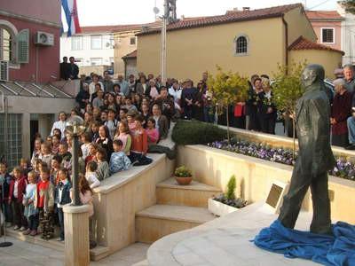 Labinski akademski kipar Mate Čvrljak izradio skulpturu autora istarske himne