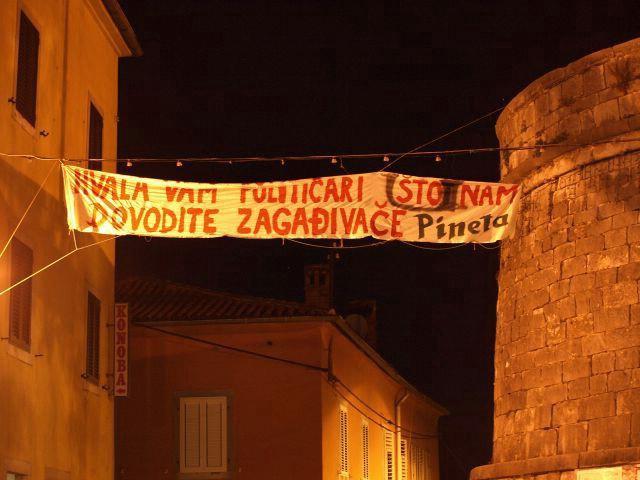 """Aktivizam labinske ekološke udruge """"Pineta"""": transparentima zahvaljuju političarima na zagađivačima"""