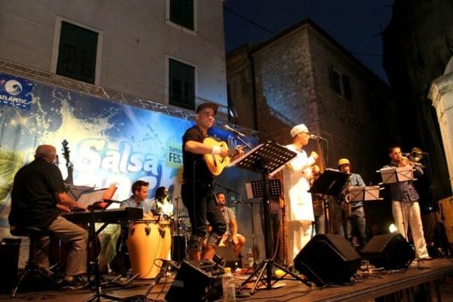 U nedjelju na rabačkoj rivi Salsa night uz Ricarda Loquea i prijatelja